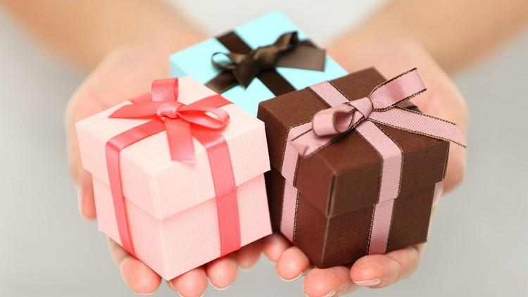 Как правильно дарить и принимать презенты