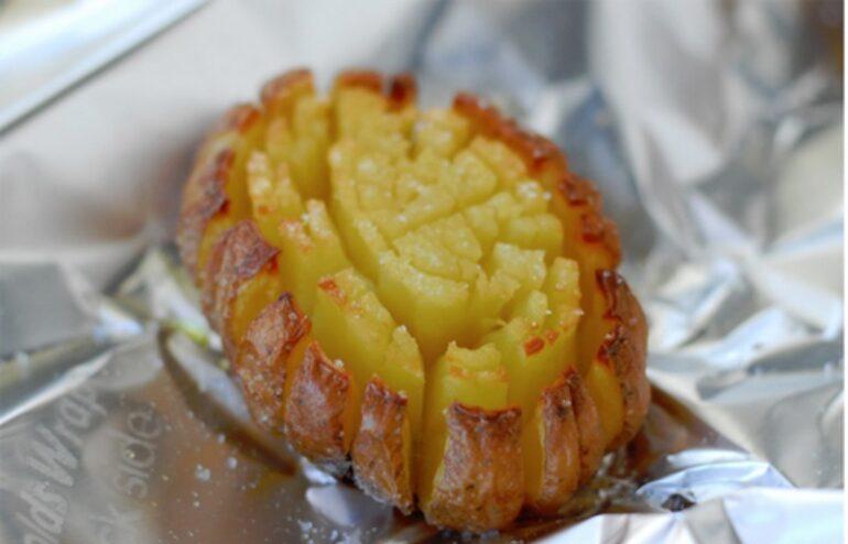 """Приготовить легче легкого — """"Тюльпаны"""" и """"Гармошки"""" из любимой всем картошки"""