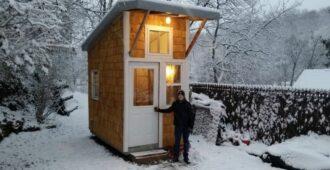 13-летний подросток построил собственный дом на заднем дворе родителей. Загляните внутрь и вы будете удивлены