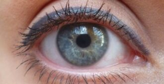 Идеальная альтернатива чёрному- серый карандаш для глаз