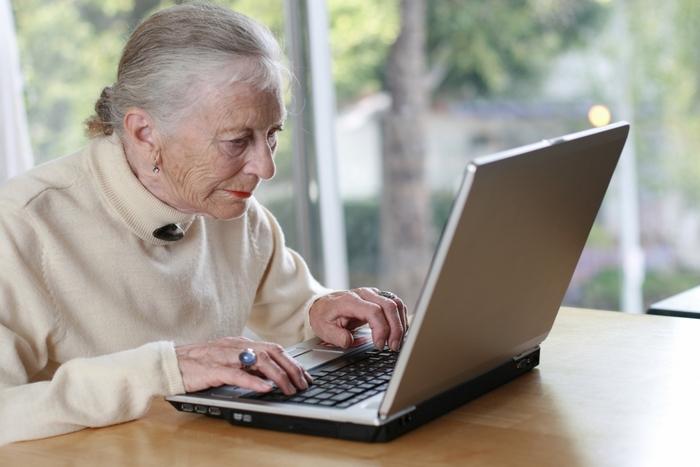 Бабушка в сети