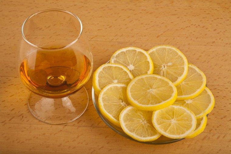 Коньяк с лимоном