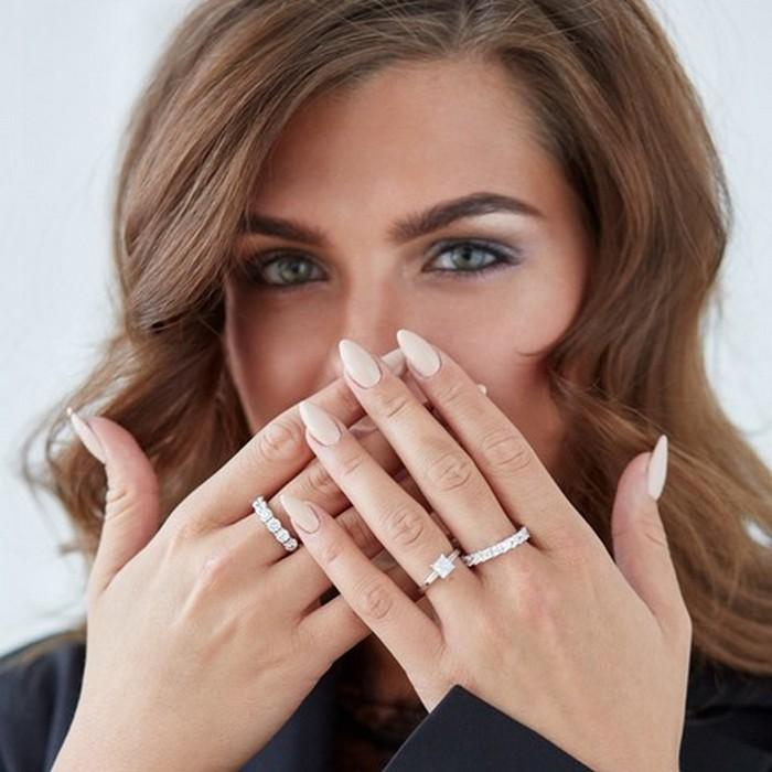 Что символизирует кольцо на среднем пальце