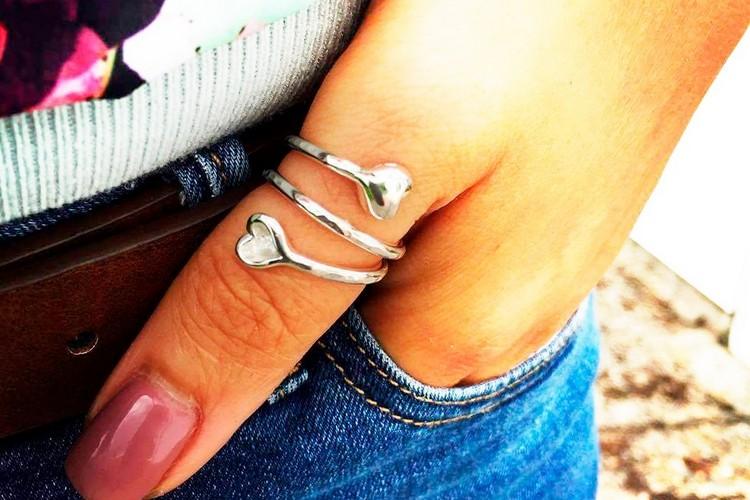Что означает кольцо на большом пальце руки