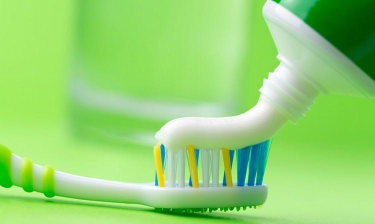 6 способов почистить белые кроссовки и кеды без вреда для них