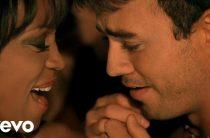 Дуэт талантливых исполнителей Уитни Хьюстон и Энрике Иглесиаса: «Можно мне оставить этот поцелуй навсегда»
