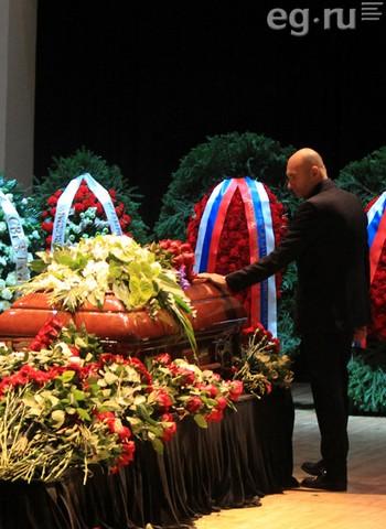 Пугачева и Крутой веселились в день похорон Дмитрия Хворостовского