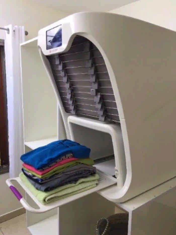 Изобретена чудо-машина, которая сушит, гладит и складывает чистое белье
