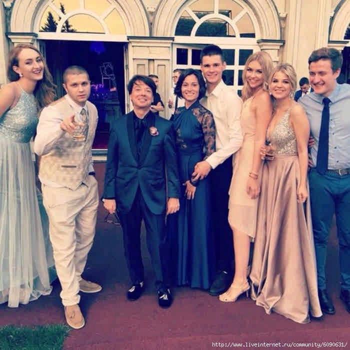 Внук Пугачевой с невестой станцевали первый свадебный танец в воздухе: видео и фото