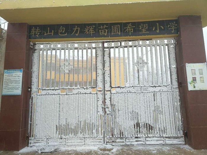 «Ледяной мальчик» прошел примерно 4,8 км до своей начальной школы при температуре в -9°C