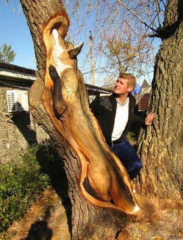 Потрясающая резьба по дереву. Кажется, что фигуры вот-вот оживут