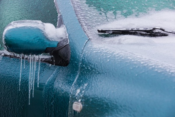 Вы будете удивлены, какой есть способ быстро растопить снег и лед
