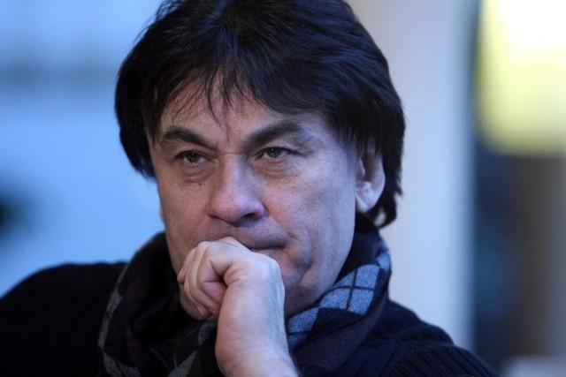 Александр Серов избил жену и отобрал дочь