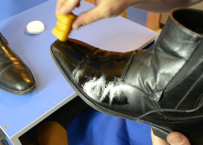 Как уберечь обувь от соли: простые рецепты для замши, кожи и нубука.
