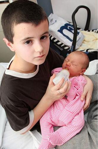 В 13 лет он стал отцом и ничуть об этом не жалеет!