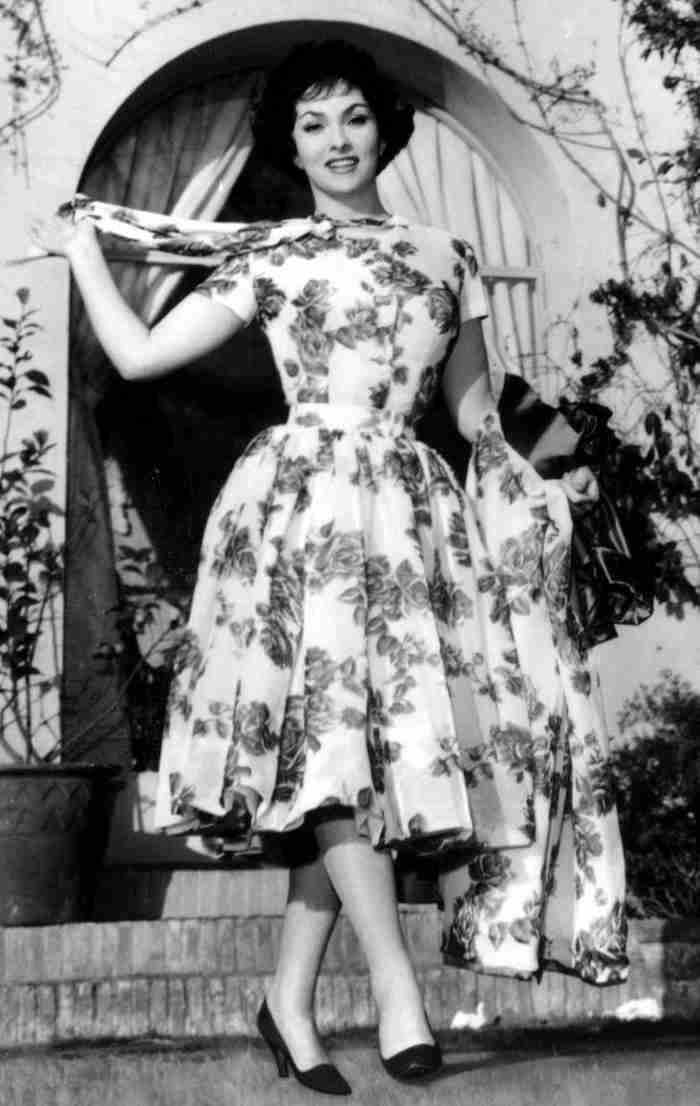 6 стильных образов Джины Лоллобриджиды, которые снова актуальны этим летом