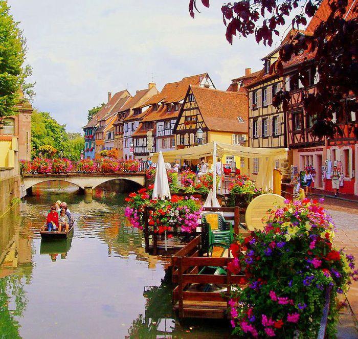 Сказочный город во Франции с немецкими корнями и итальянской Венецией