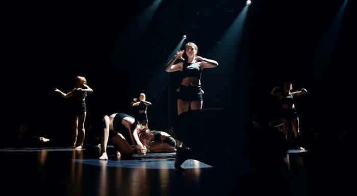 Их невозможно не заметить: люди с ограниченными возможностями стали участниками танцевального клипа