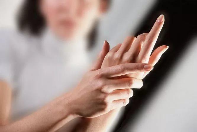 Руки не работают. Почему возникает онемение пальцев и что с ним делать?