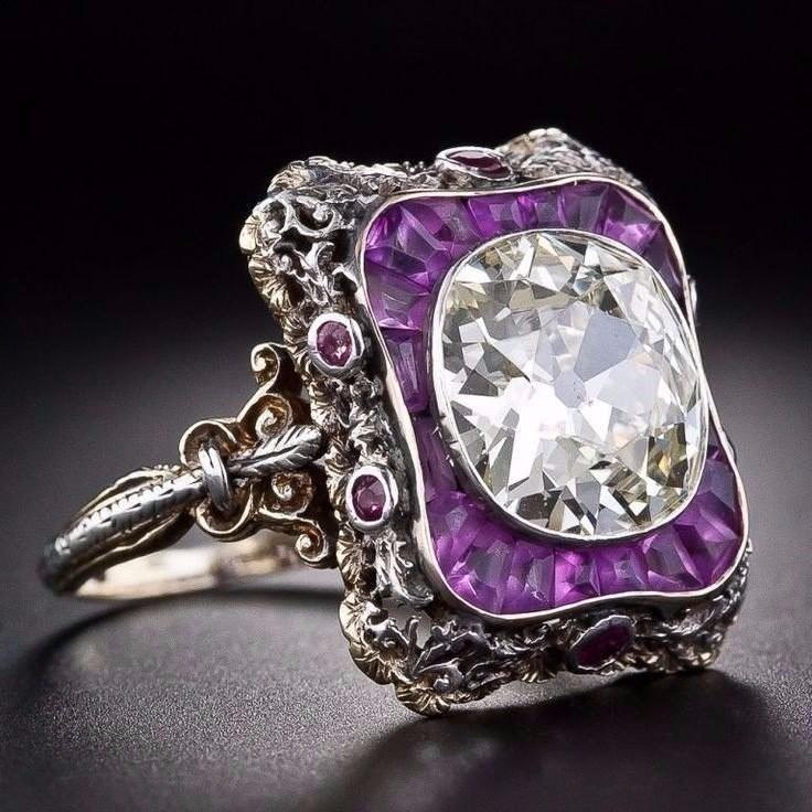 Женщина купила кольцо за 13$, носила его каждый день. 30 лет спустя она узнала о нем такое, что потрясло всех!
