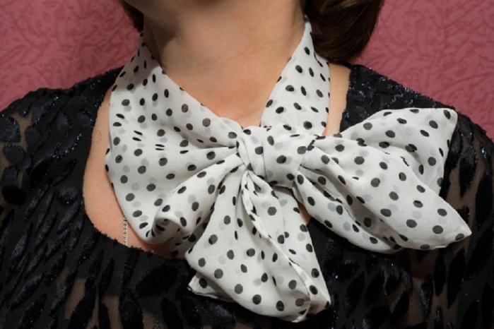 Французская косынка — идеальная вещь для каждой женщины