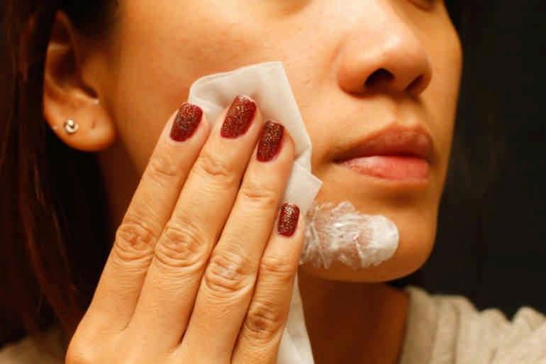 10 привычных продуктов, которые не стоит использовать для ухода за лицом