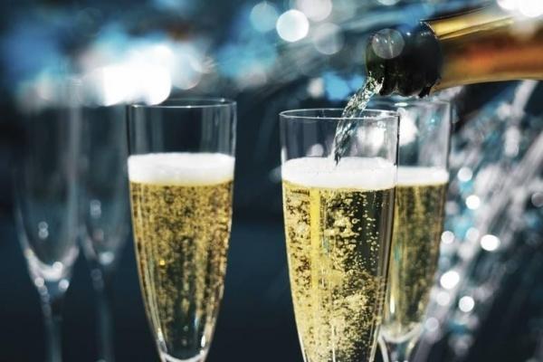 Исследования ученых доказали — шампанское полезно для здоровья!